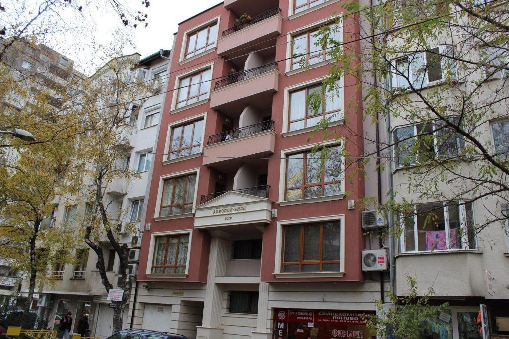 Фасада от далече на сграда Константин Величков 15 - Акропол Билд