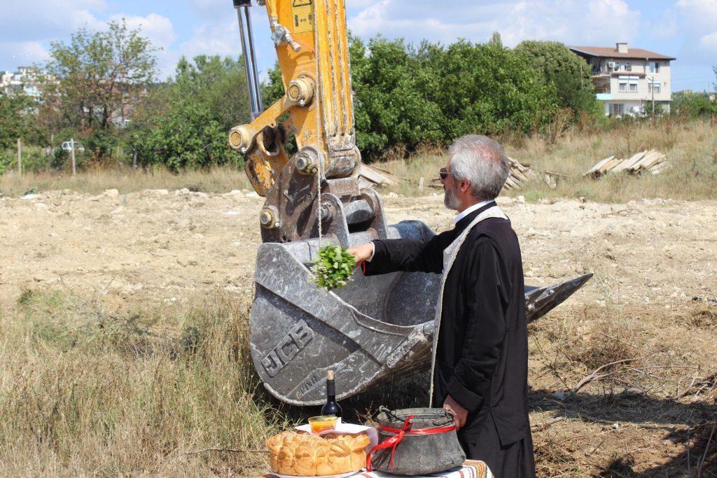 Виница Гадрън - първа комка на строежа - откриване